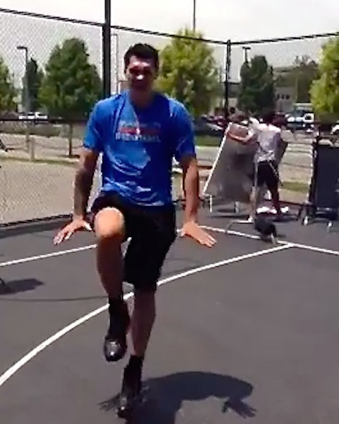 Vidéo : Steven Adams trolle LeBron James ?