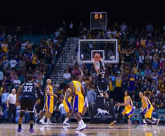 Vidéo : Ray McCallum crucifie les Lakers au buzzer