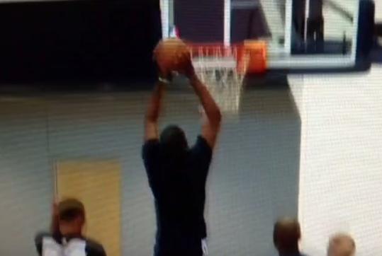 Sur le retour : Kevin Durant place un dunk