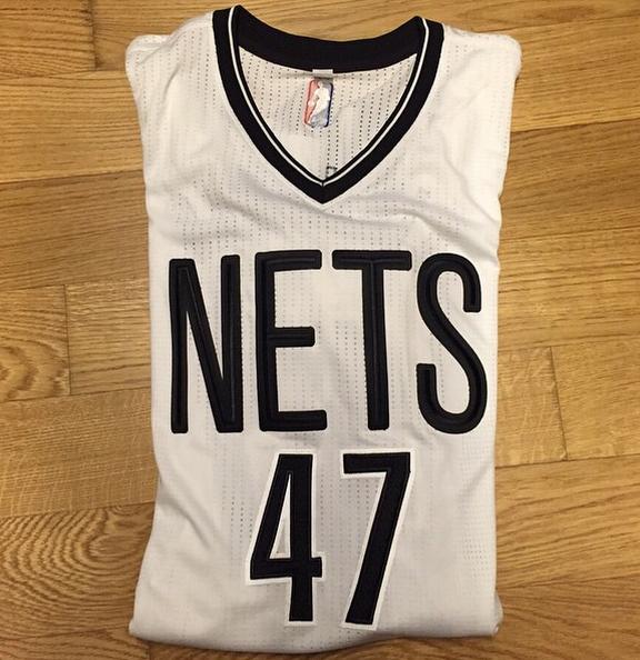 Andreï Kirilenko a-t-il dévoilé le nouveau maillot des Nets ?