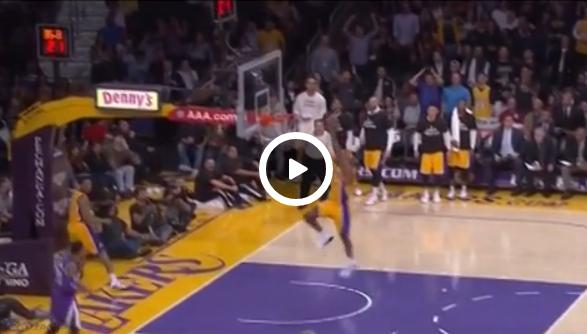 Vidéo : Le dunk foireux de Wes Johnson se transforme… en assist