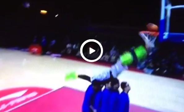 Fail : Le dunk complétement foiré au All-Star chinois