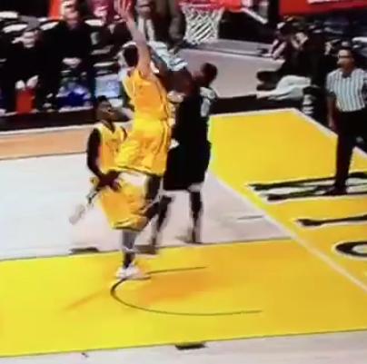 Larry Nance Jr dunk aussi sauvagement que son père