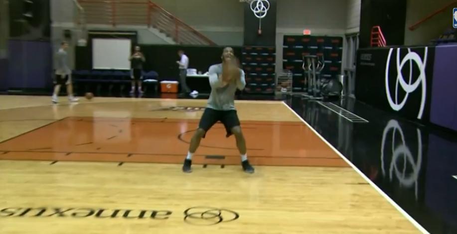 WTF : Les Suns reproduisent le panier miraculeux de Trevor Booker !