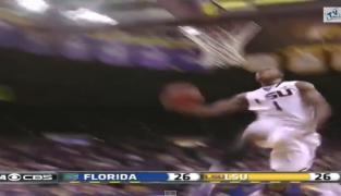 Un joueur NCAA en mode slam dunk contest