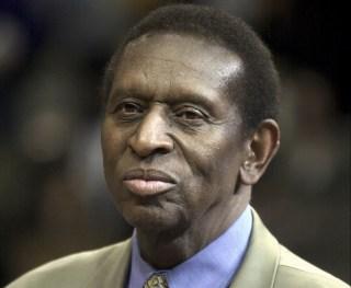 Earl Lloyd, le premier basketteur NBA noir, est décédé