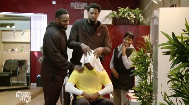 DeAndre Jordan et Big Baby piègent un salon de coiffure