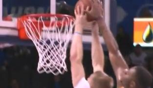 Terrence Jones invente le contre-dunk