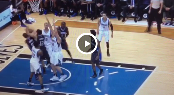WTF : Tobias Harris et Aaron Gordon du Magic se battent au rebond