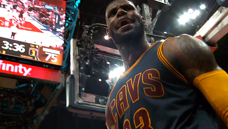 Légende : LeBron James rejoint Jerry West