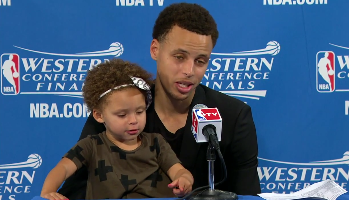 Après le game 7, Riley Curry a consolé son papa