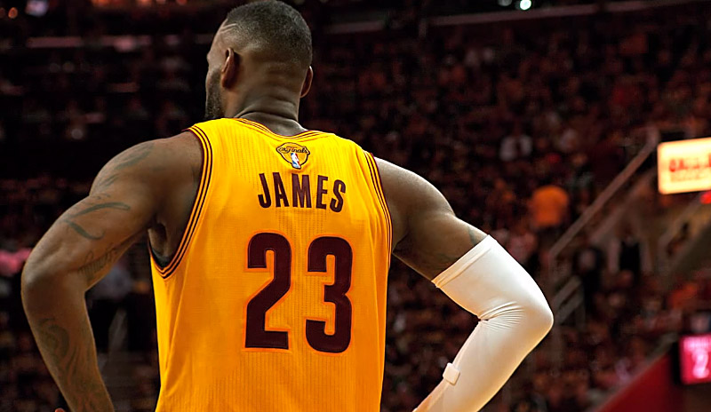 Magic Johnson tacle les détracteurs de LeBron James !