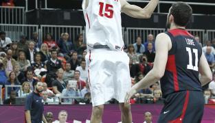 Salah Mejri, premier tunisien en NBA, signe aux Mavericks