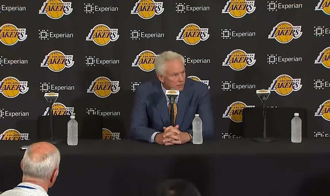 Un gros trade pour sauver les Lakers ? Mitch Kupchak n'y croit pas...