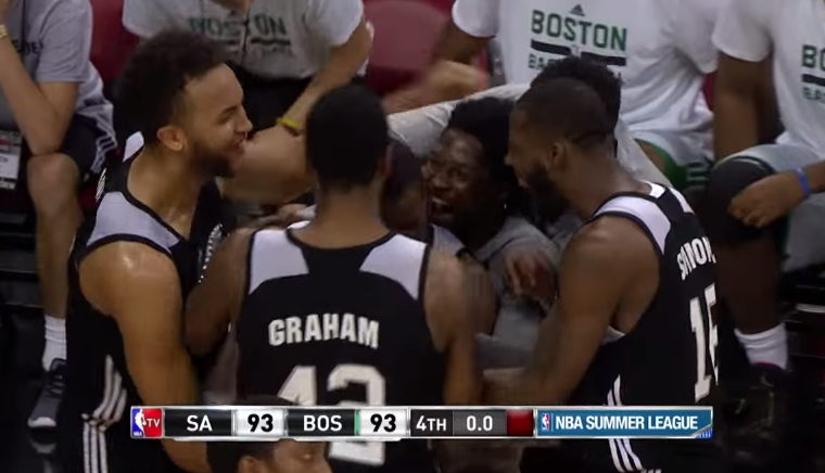 Clutch : Shannon Scott qualifie les Spurs au buzzer