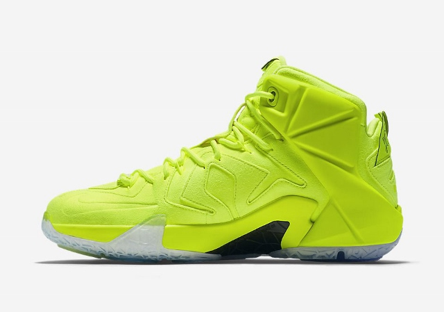 Official-Images-of-The-Nike-LeBron-12-EXT-Tennis-Ball-3 (640x449)