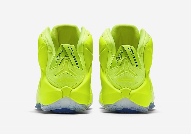 Official-Images-of-The-Nike-LeBron-12-EXT-Tennis-Ball-5 (640x449)