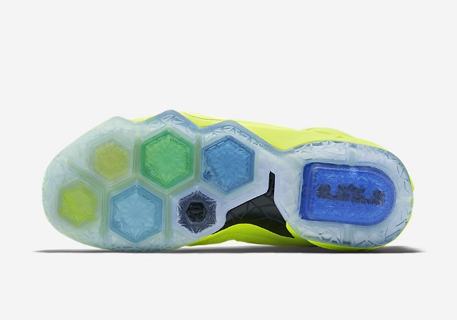 Official-Images-of-The-Nike-LeBron-12-EXT-Tennis-Ball-6 (640x449)