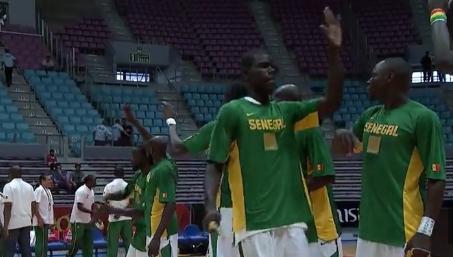 Afrobasket : Tunisie-Angola et Sénégal-Nigeria en demi-finales