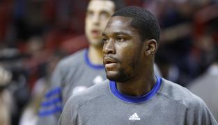 Les Cavs signent Toney Douglas. JR Smith reste sans voix…