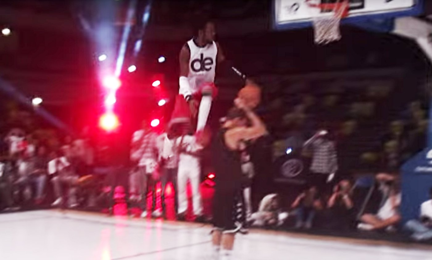 Dingue : le concours de dunks du Midnight Madness 2015