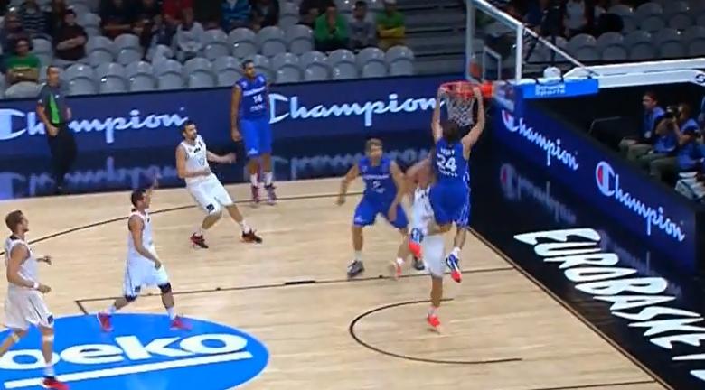 Top 5 Eurobasket 2015 : Jan Vesely vole au-dessus des Lettons !