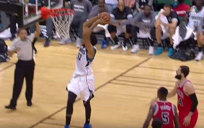 Top 5 : Karl Towns en mode bulldozer