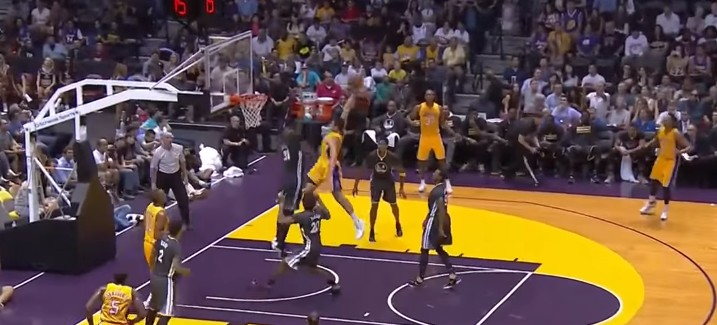 Top 10 : Larry Nance Jr s'envole, Stephen Curry fait danser les Lakers