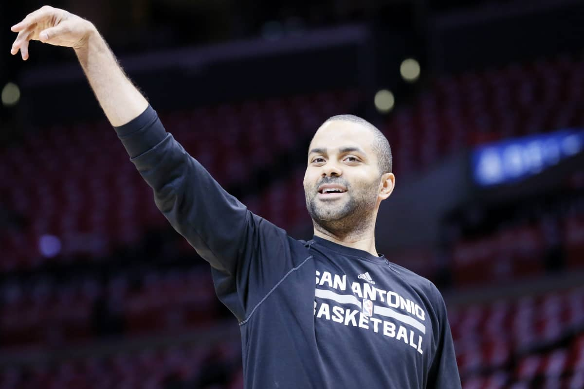 Tony Parker dépasse Steve Nash et Larry Bird