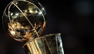 Le proprio des Warriors a-t-il fait des cochonneries avec le trophée Larry O'Brien ?