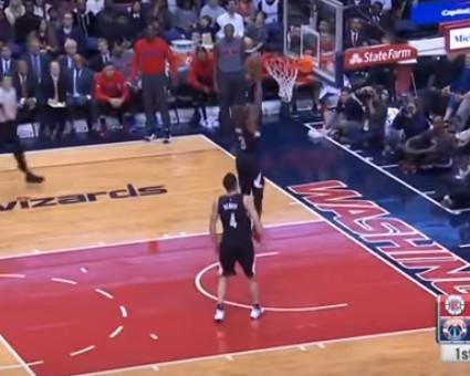 Replay : Chris Paul monte deux fois au dunk dans le même match !