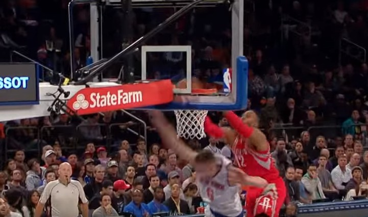 Top 10 de la semaine : Dwight Howard grimpe sur Porzingis