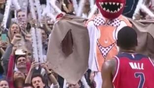 John Wall insensible aux charmes des Raptors, même en bikini