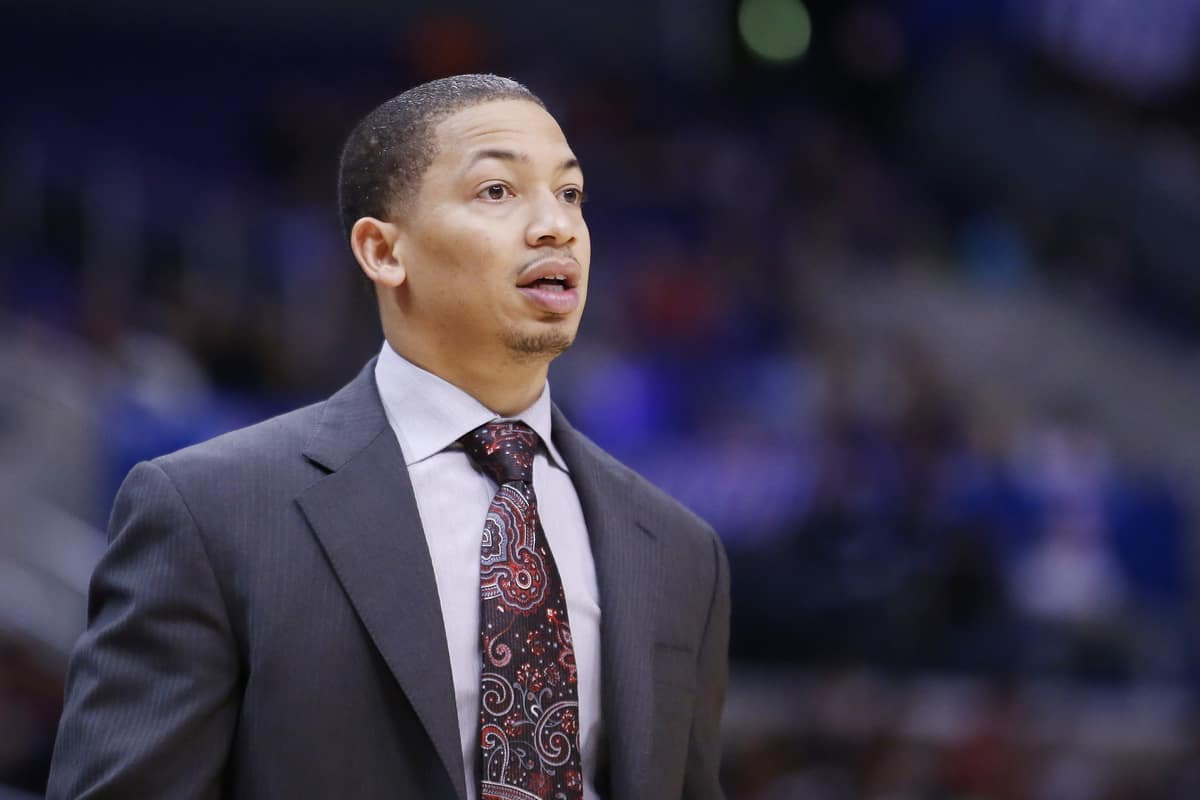 Tyronn Lue compare LeBron James à Benjamin Button