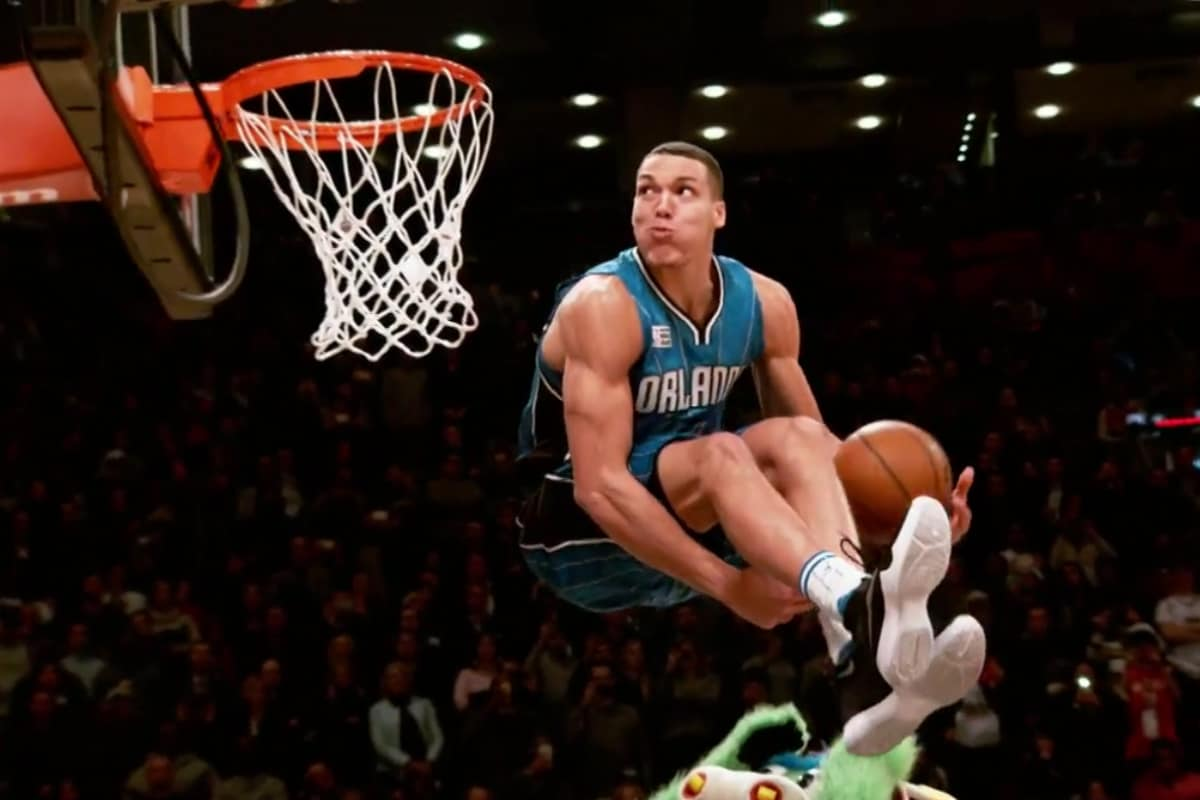 Aaron Gordon claque un 360° dans un match en Chine