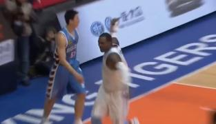 Andray Blatche pète les plombs en Chine !