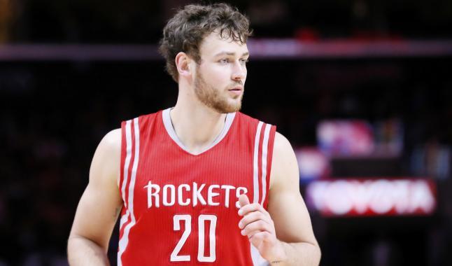 Aucune «offre sérieuse» des Rockets pour Donatas Motiejunas
