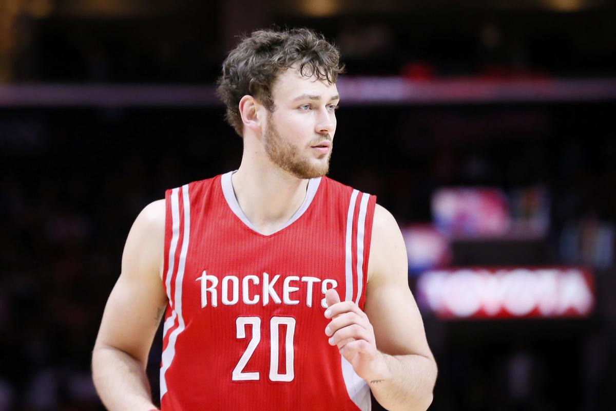 Les Rockets ont matché l'offre des Nets, Donatas Motiejunas reste à Houston