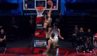 Replay : L'énorme claquette-dunk de Dwight Powell