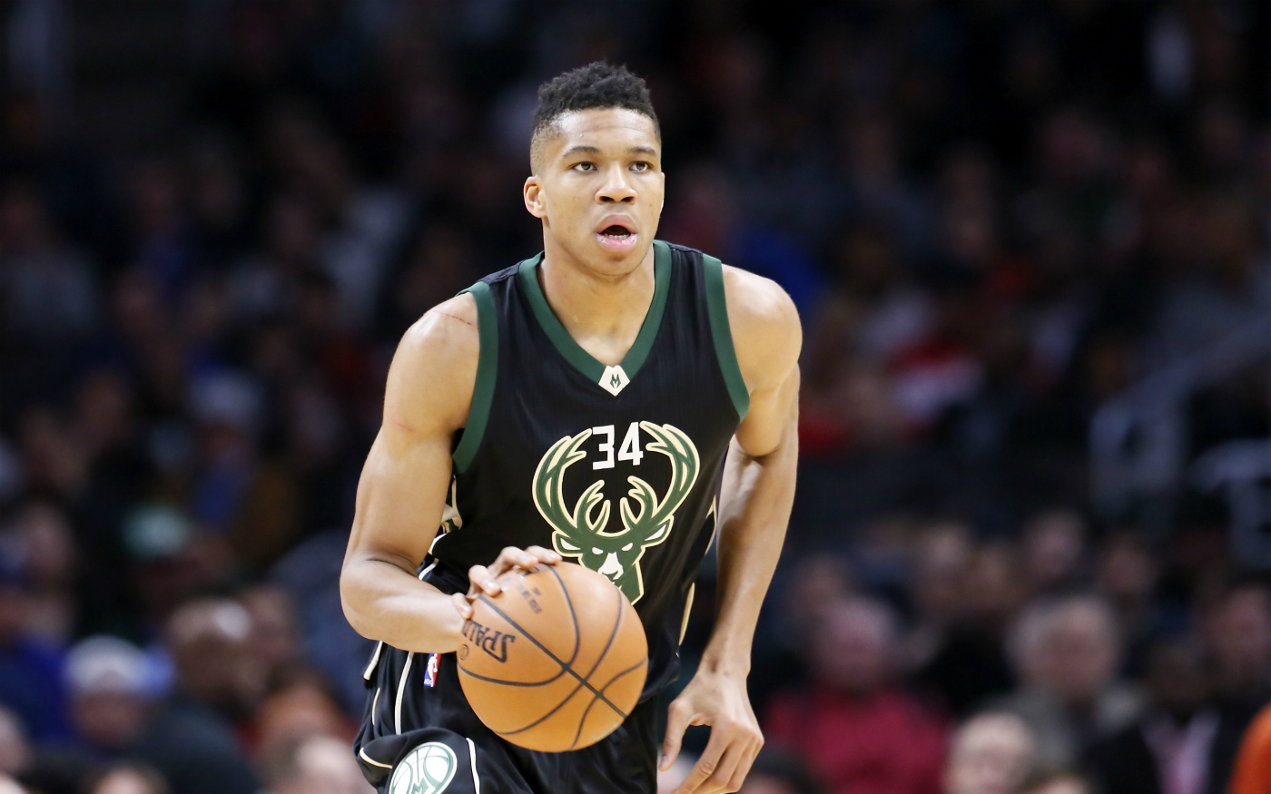 Le Greek Freak en triple-double, les Bucks dominent Portland