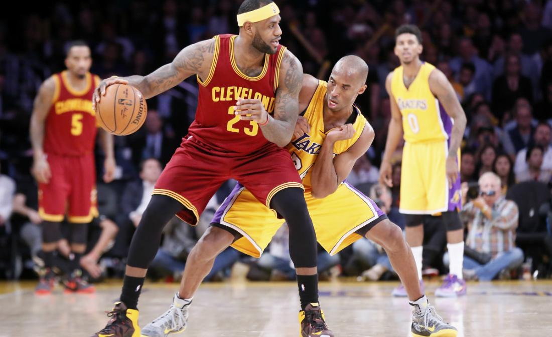 Kobe Bryant tacle LeBron James et lui dit de débrouiller