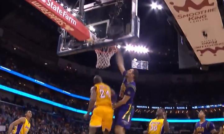NBA Top 5 : Ryan Anderson postérise Kobe Bryant !