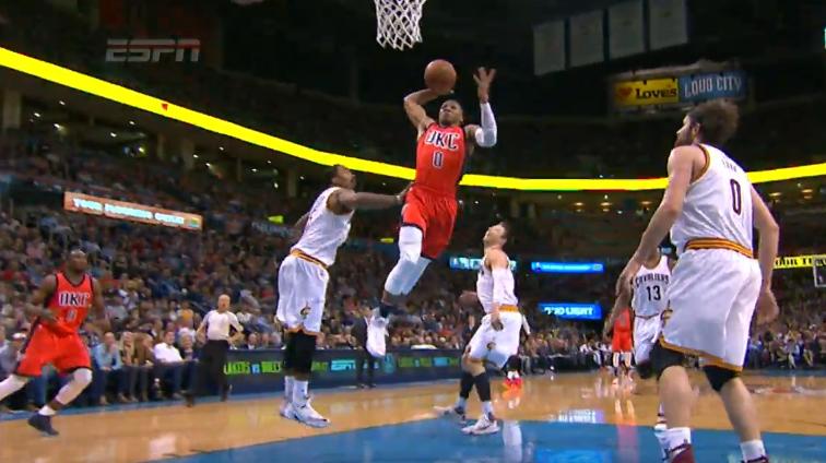 Top 10 : Pluie de posters et un gros dunk de Westbrook !