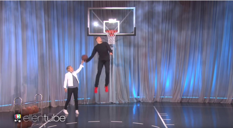 Aaron Gordon dunke chez Ellen DeGeneres