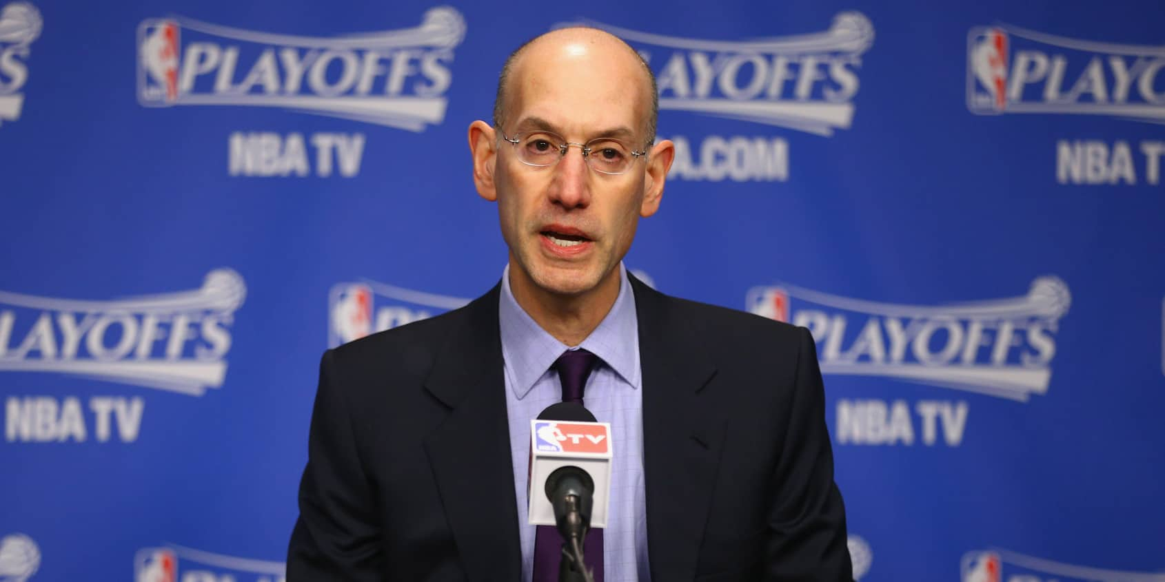 Adam Silver remet une pression à Magic Johnson et aux GMs