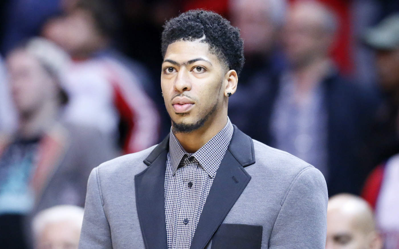 Anthony Davis recalé d'un resto parce qu'il portait un sweat à capuche…
