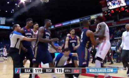 Bye Bye la NBA : Montrezl Harrell bouscule violemment un arbitre !