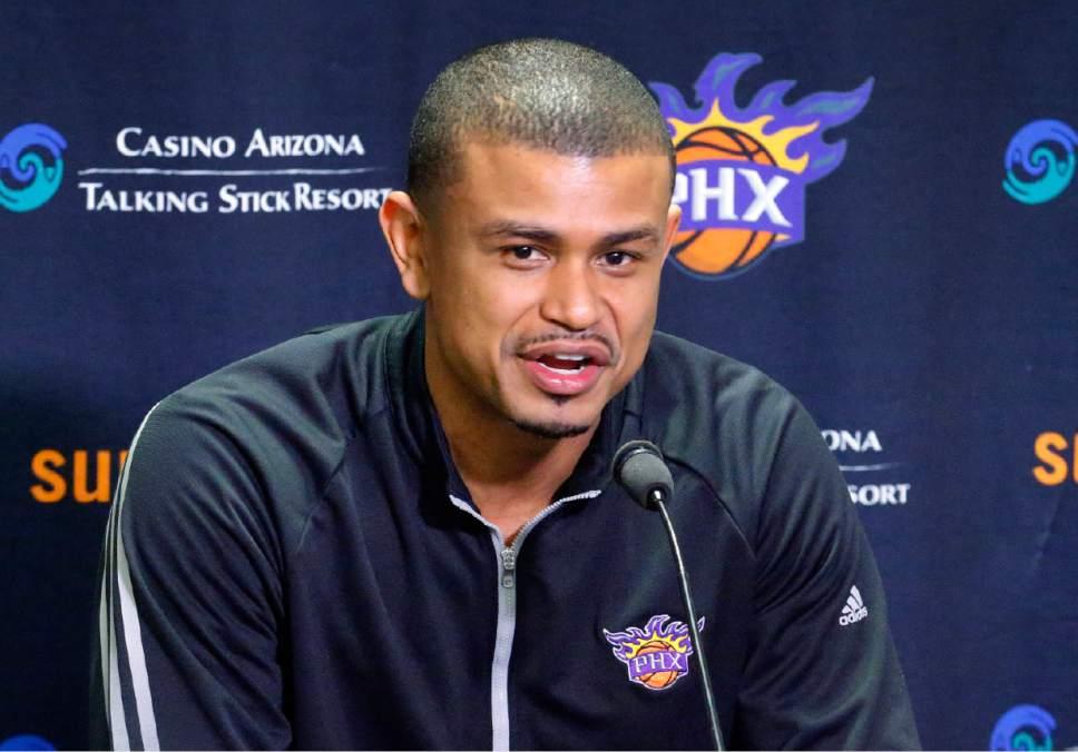 Earl Watson reste le coach des Suns