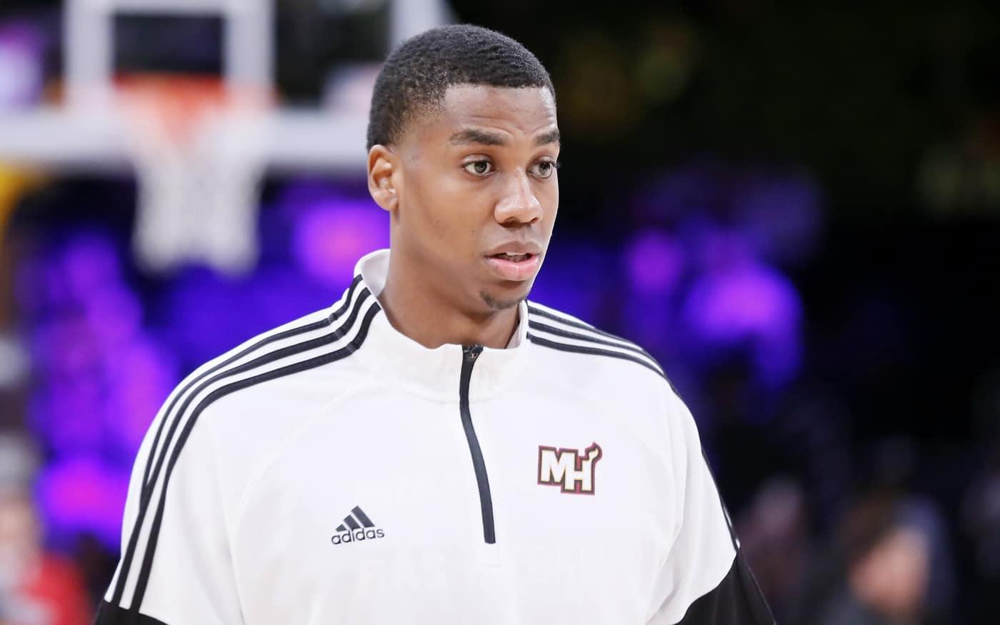 Hassan Whiteside joue à NBA 2K, même avec une blessure à la main