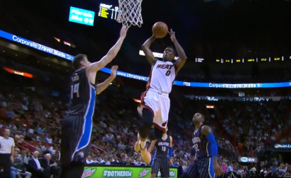 Top 10 : Josh Richardson grimpe très haut !